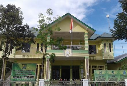 Masyarakat Desa Besar II Terjun, punya istana.
